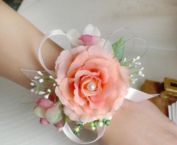 браслет с бежевой розой