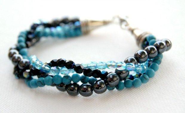 женские браслеты: многослойный синие и черные бусинки