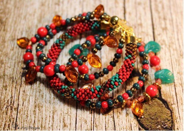 женские браслеты: многослойный яркий из бусинок мелких и крупных