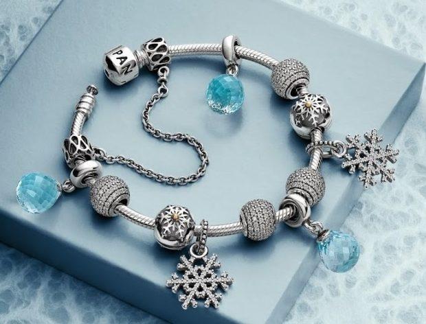 женские браслеты: серебристый с подвесками снежинки бусинки