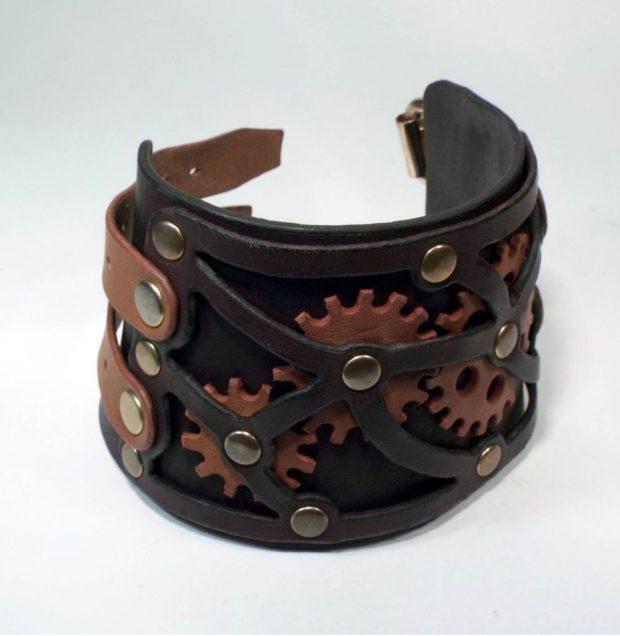 женские браслеты: кожаный широкий с коричневыми вставками и заклепками
