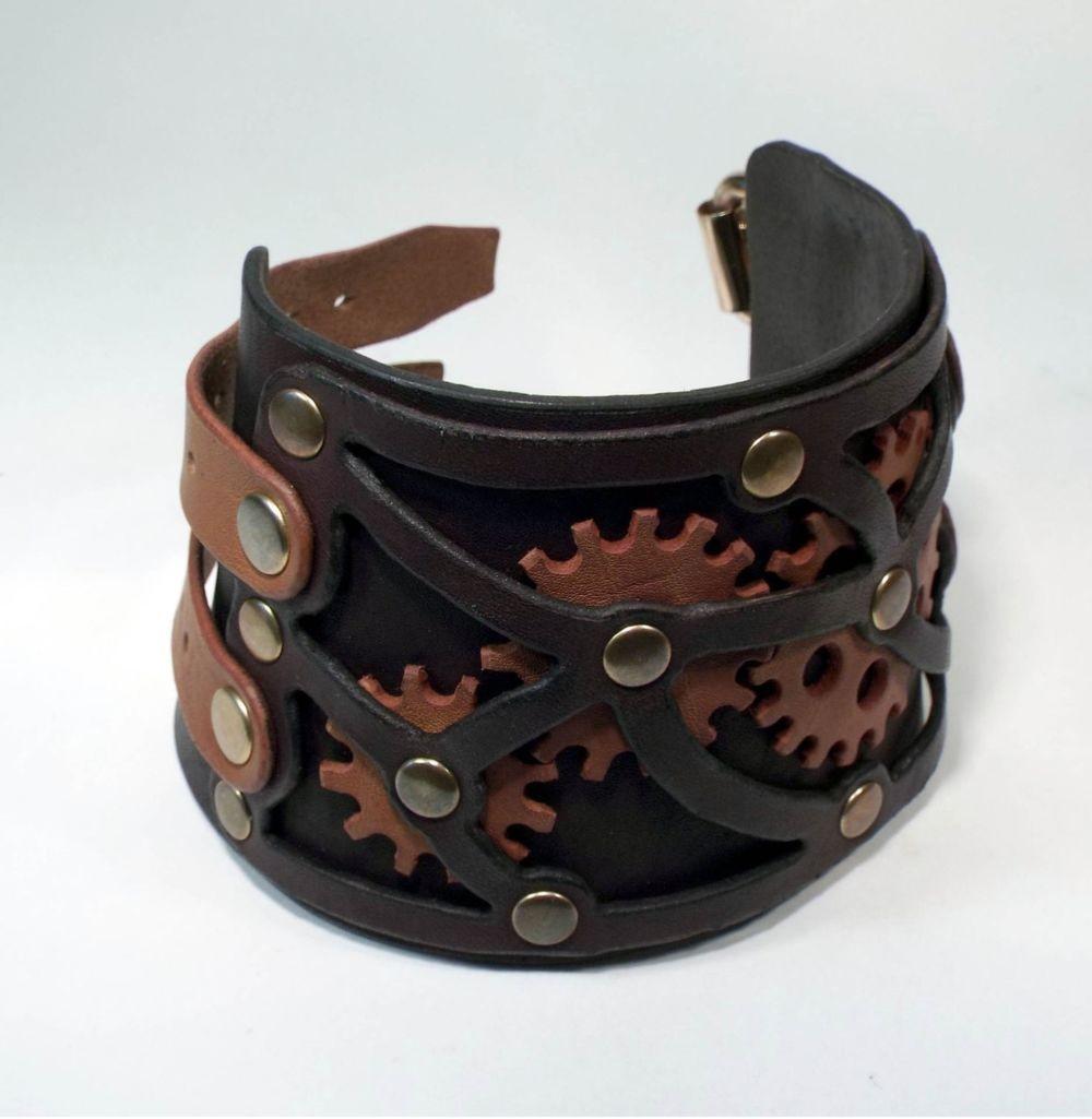 кожаный браслет широкий с коричневыми вставками и заклепками