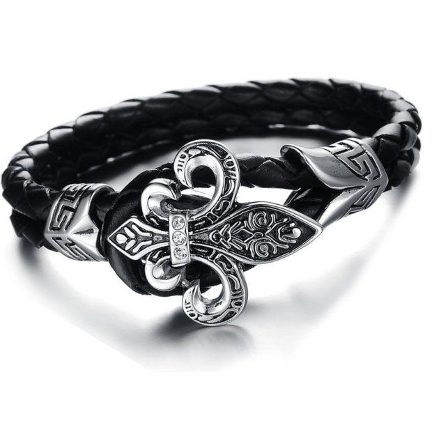 женские браслеты: кожаный с серебристым украшением