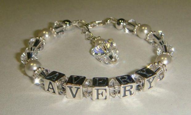 женские браслеты: серебро и драгоценные камни
