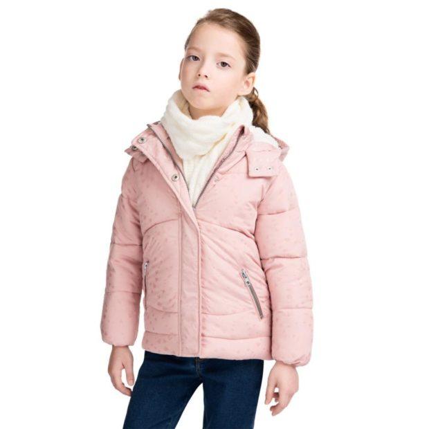 детские зимние куртки: классический бежевый пуховик короткий