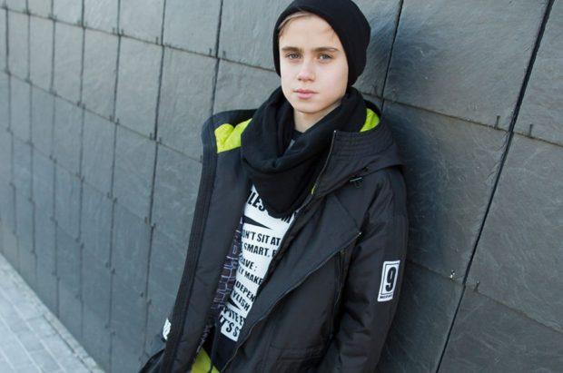 детские зимние куртки: черная на синтепоне удлиненная