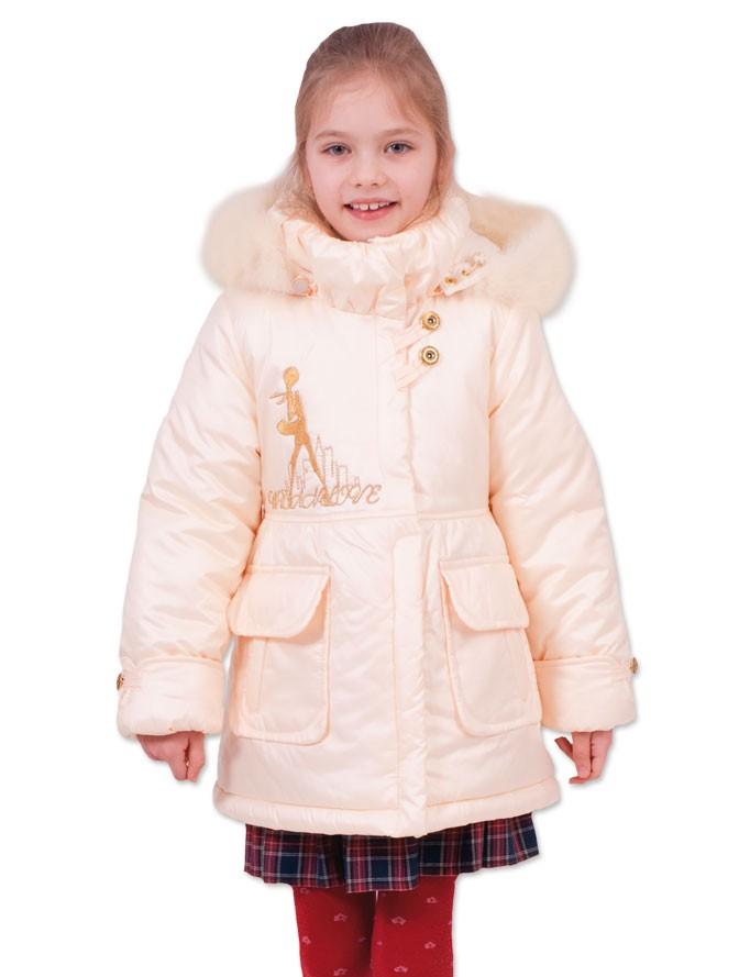 детские зимние куртки: белый пуховик с карманами и капюшоном