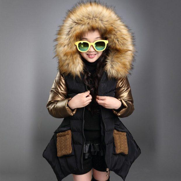 куртка черная асимметрия с меховым капюшоном