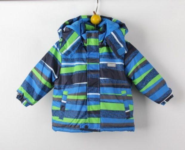 детские куртки для мальчиков зима: яркая полосатая