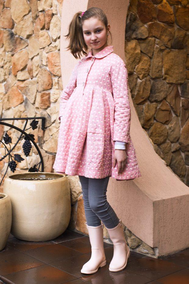 зимний плащ розовый в горошек с юбкой детский