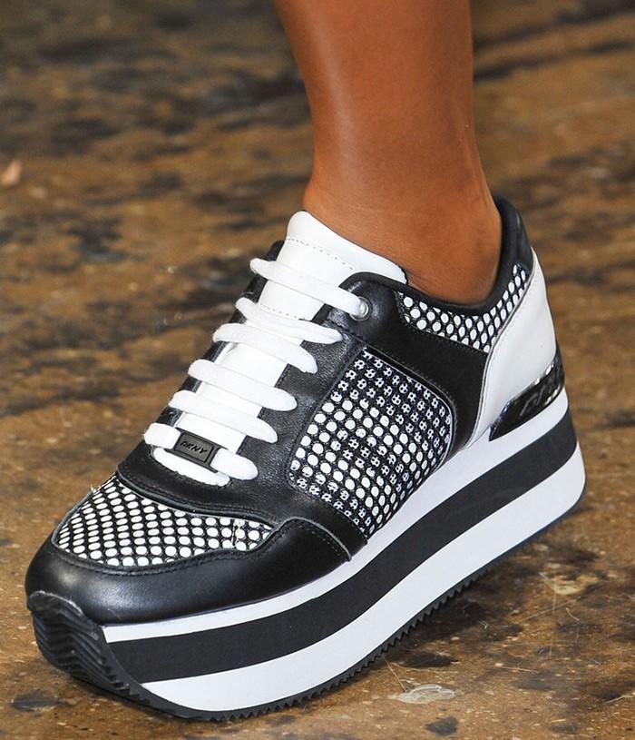 кроссовки черные с белым подошва толстая