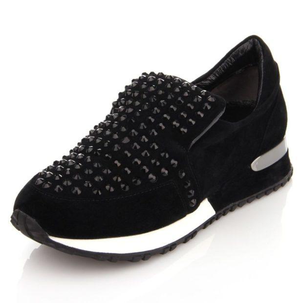 кроссовки черные с шипами