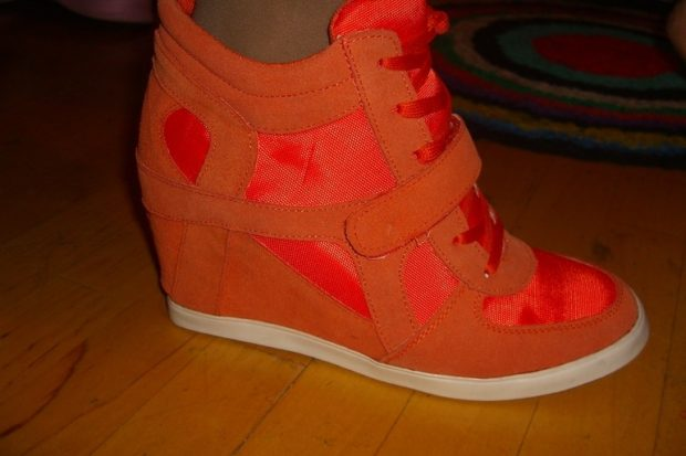 сникерсы оранжевые на липучках и шнурках