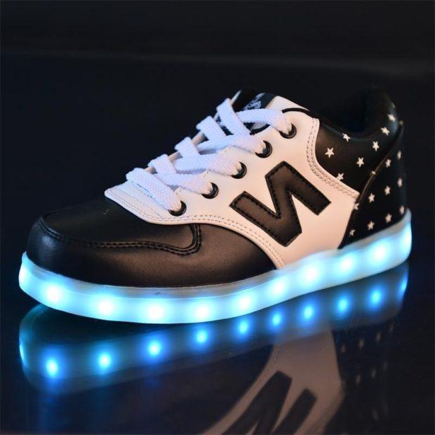 светящиеся кроссовки черные с белым голубая подсветка