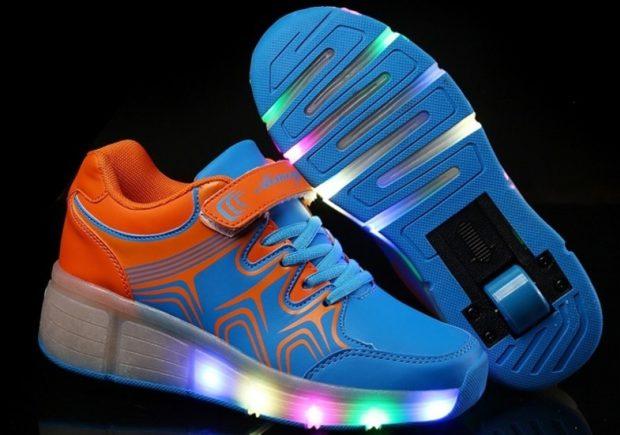 оранжево-синие кроссовки подошва светится