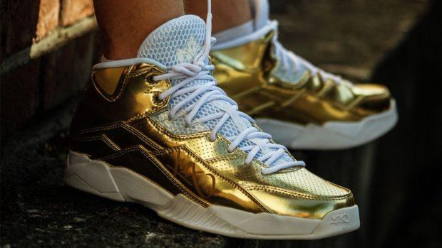 блестящие кроссовки золотые с языком сеткой