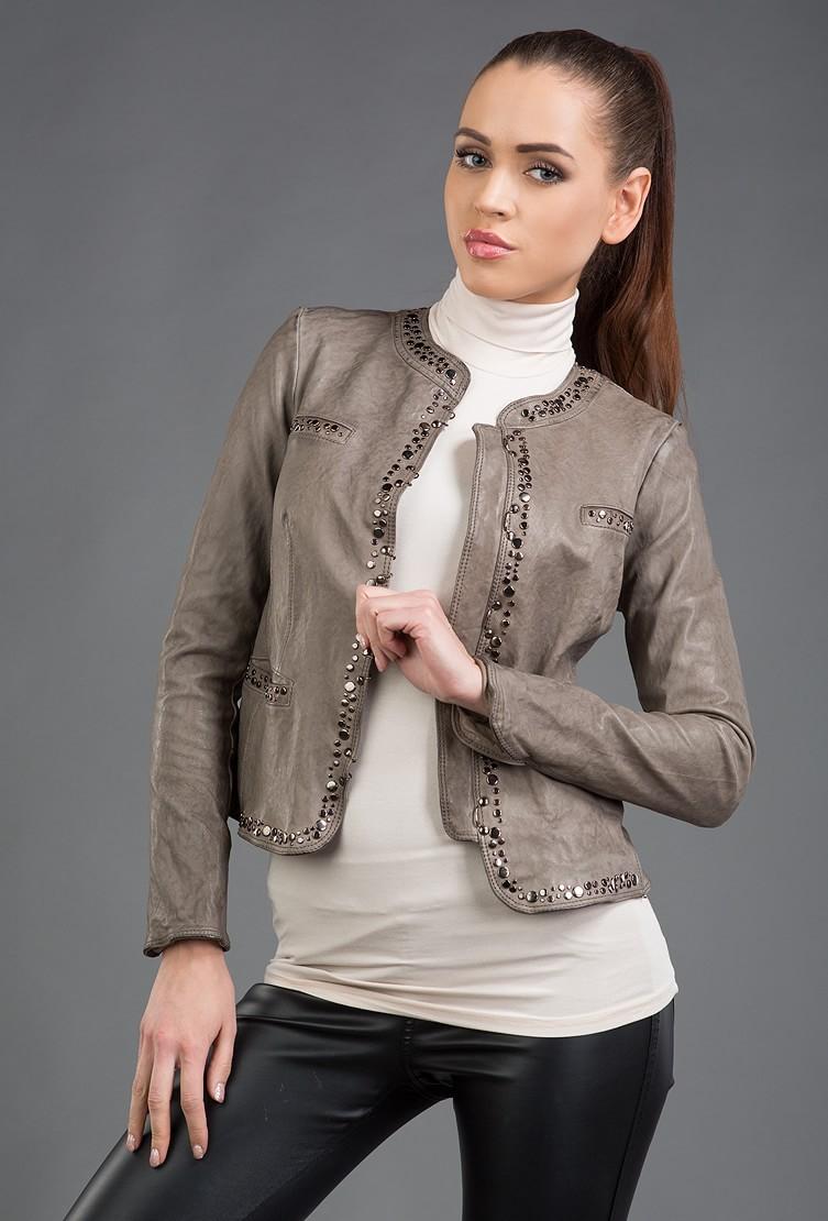 кожаная куртка короткая серая с пайетками