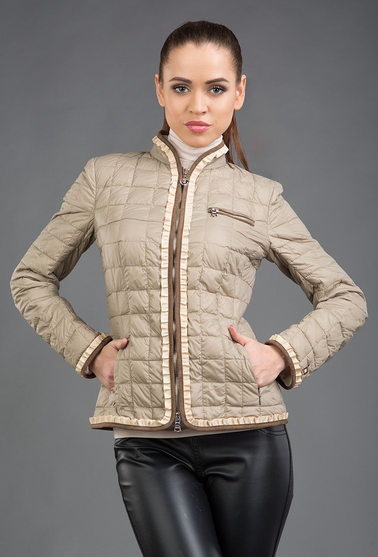 стеганная куртка бежевая