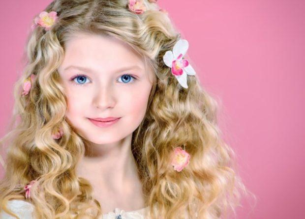 модные стрижки для девочек: пышные локоны волосы распущенные