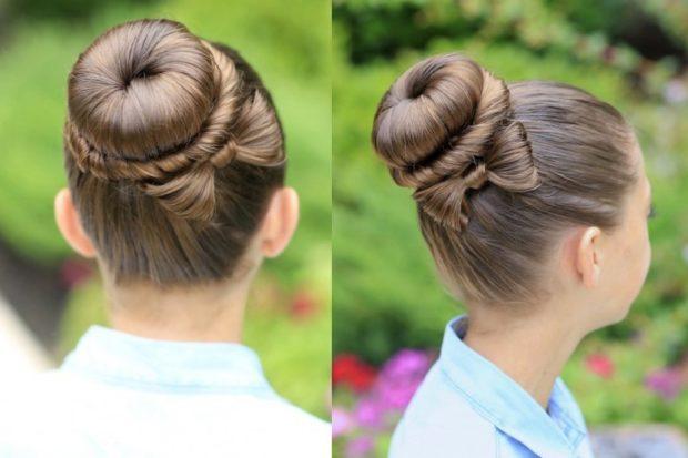 модная стрижка девочке: красивая гулька по середине головы с бантом из волос