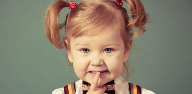 стрижки для девочек: два хвостика и косая челка