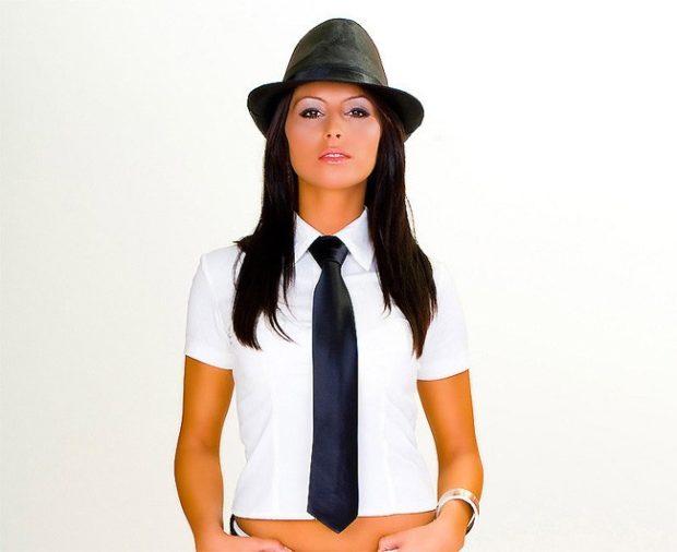 рубашки женские стильные 2018-2019: белая с галстуком
