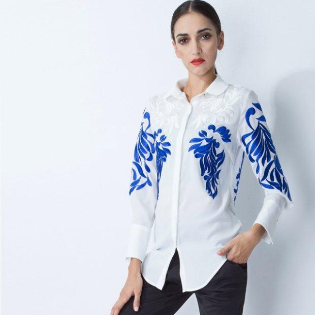 модные рубашки женские 2018-2019: белая с принтом