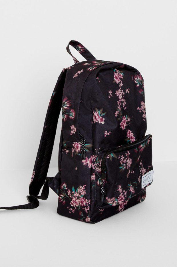 Модные рюкзаки 2019-2020: тканевый черный в цветы