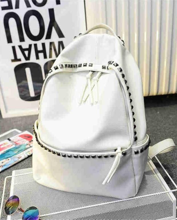 рюкзак кожаный белый с заклепками
