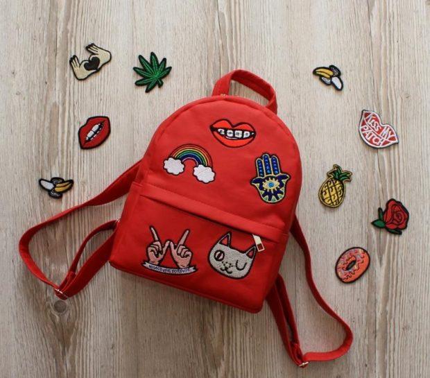 рюкзак тканевой красный с нашивками