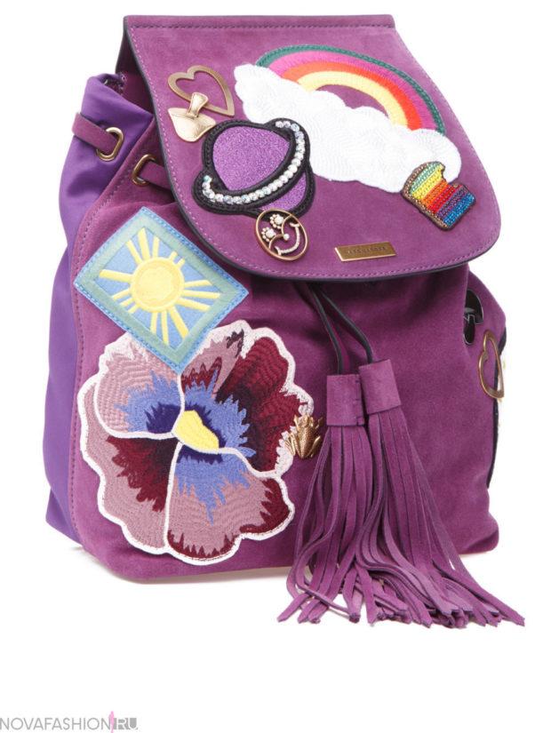 рюкзак тканевый фиолетовый с нашивками и кисточками