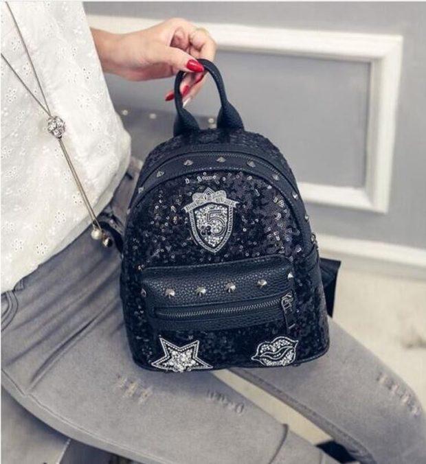 мини-рюкзак кожаный в пайетки и заклепки