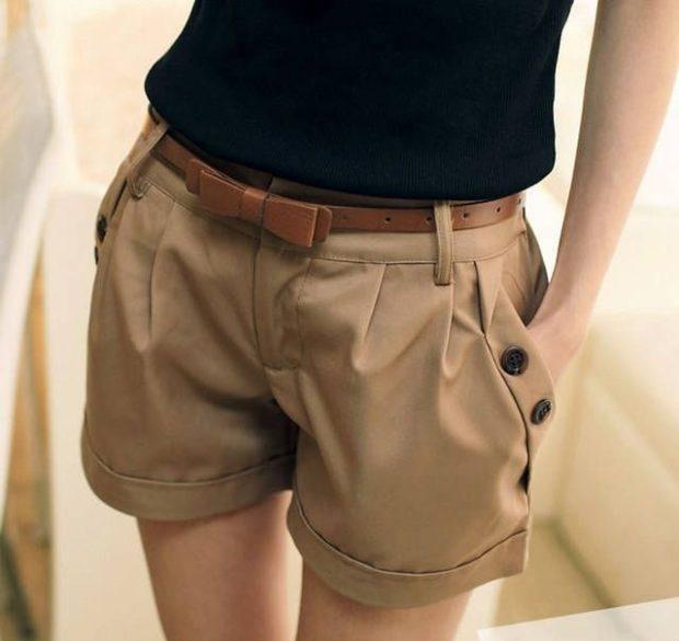 шорты с защипами коричневые с ремнем