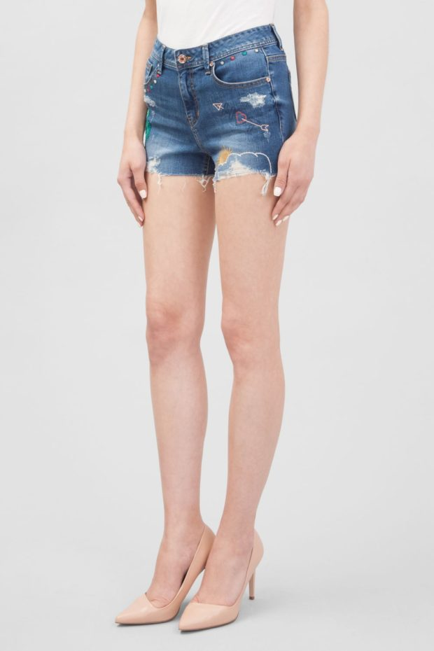 короткие джинсовые с рисунками