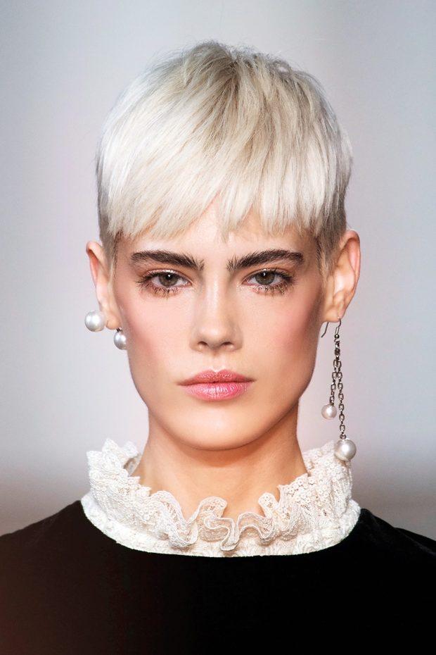 стрижка на короткие волосы 2018 2019 модные тренды: ультракороткая челка асимметрия