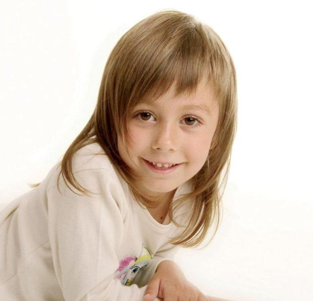 стрижка для девочки: каскад с косой челкой