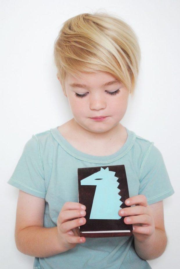 стрижка для девочки: пикси челка на бок