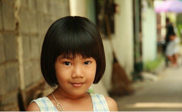стрижки для девочек: удлиненное каре с челкой объемное