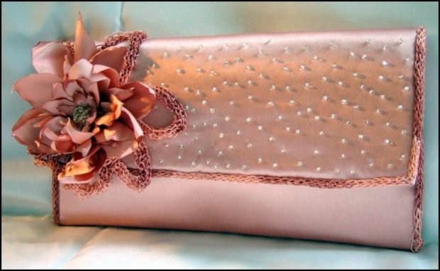 клатч розовый с цветком