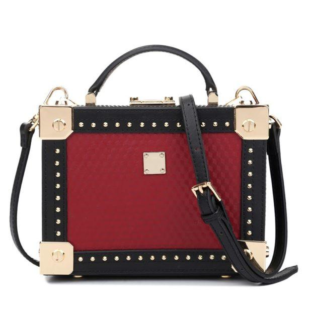 сумка чемодан красная с черным декор золото