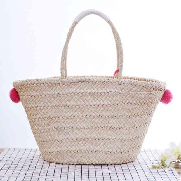 сумка плетеная трапеция с украшениями
