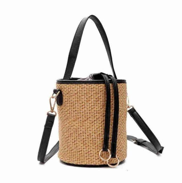сумка плетеная в форме боченка с кожаными ручками и ремнем