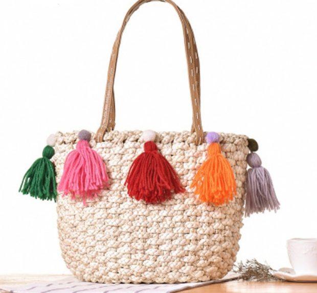 сумка плетеная с кисточками цветными