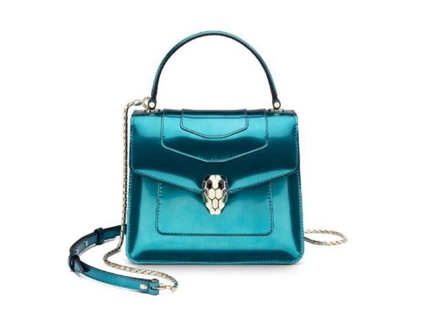сумки на весну лето 2021: металлика голубая