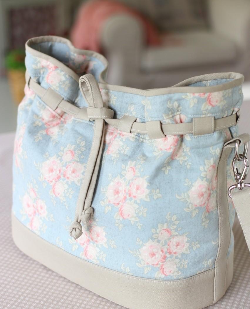 сумка-мешок из ткани голубая с цветами