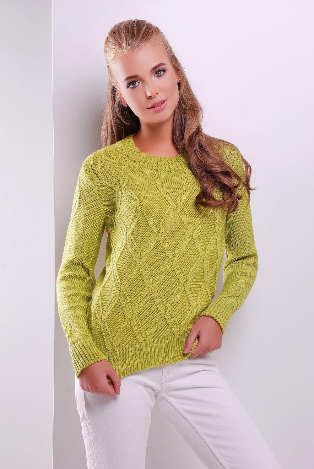 салатовый свитер в узор