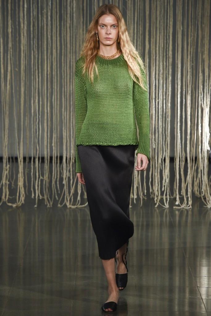 зеленый однотонный свитер