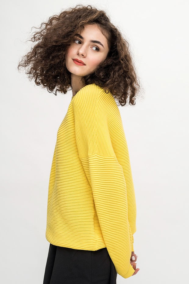 джемпер желтый короткий полосатый