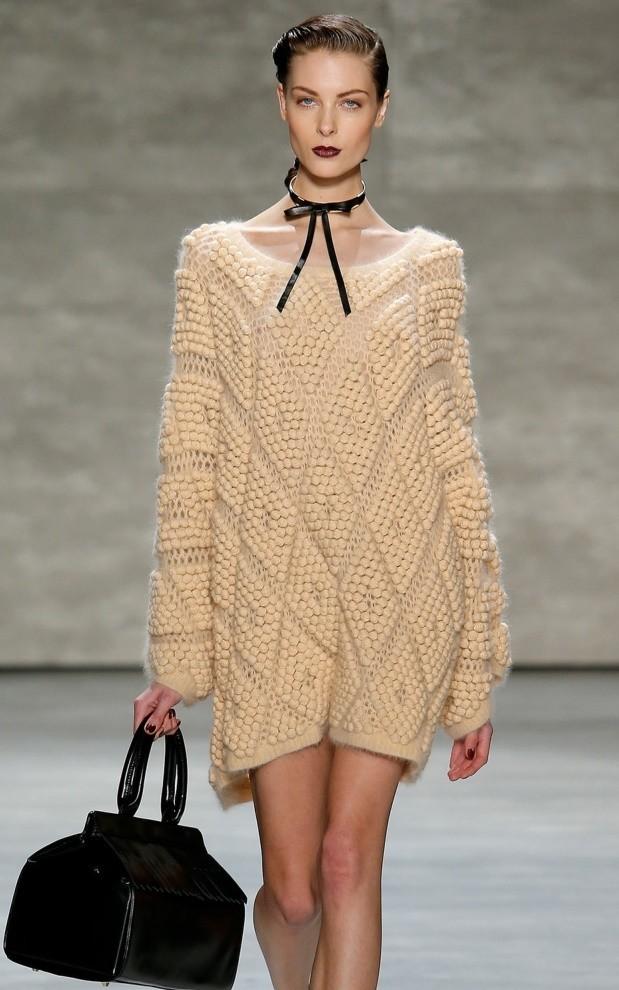 свитер-платье бежевое в узоры