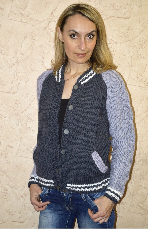 свитер вязаный серый со светло-серым бомпер